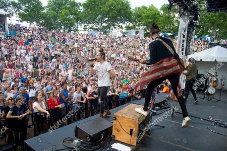 Austin Bisnow, Zang. Austin Bisnow, left, and Zang of Magic Giant perform at the Bunbury Music Festival, in Cincinnati