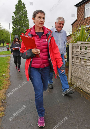 For Features - The March Of The Conservatives In The North Of England.- Labour Party Parliamentary Candidate Mary Creagh (front) Out Canvassing With Labour Party Activists In Wakefield West Yorkshire.Hardman - 17/5/17.