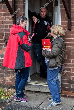 For Features - The March Of The Conservatives In The North Of England.- Labour Party Parliamentary Candidate Mary Creagh (l) Chats To Wakefield Resident Brian Wood (centre) With Labour Activist Cllr. Ros Lund (r) West Yorkshire.Hardman - 17/5/17.