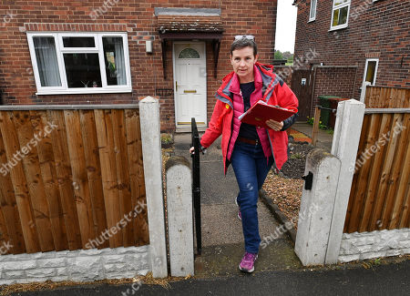For Features - The March Of The Conservatives In The North Of England.- Labour Party Parliamentary Candidate Mary Creagh Out Canvassing With Labour Party Activists In Wakefield West Yorkshire.Hardman - 17/5/17.