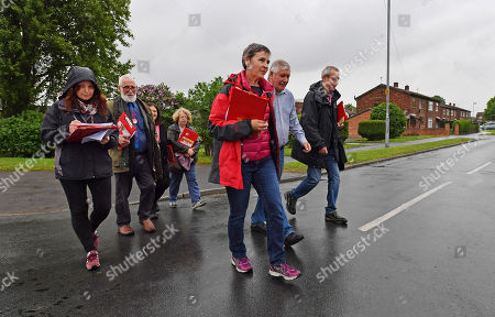 For Features - The March Of The Conservatives In The North Of England.- Labour Party Parliamentary Candidate Mary Creagh (front Red Jacket) Out Canvassing With Labour Party Activists In Wakefield West Yorkshire.Hardman - 17/5/17.