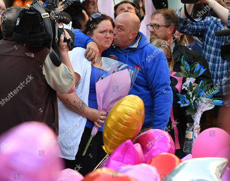 Mother Of Deceased Teenager Olivia CaMPbell Charlotte CaMPbell With Partner Paul Hodgson (centre) Place Tributes In St.ann's Sq Manchester.- Manchester Arena Ariana Grande Concert Bombing By Is Terrorist Salman Abedi Manchester.  25/5/17.