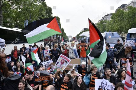 Stock Picture of Demonstrators shout slogans against Israel Prime Minister Benyamin Netanyahu's visit during a pro Palestinian protest on the Champs Elysees avenue in Paris, France, 05 June 2018. French President Emmanuel Macron and Israeli Prime Minister Benjamin Netanyahu had a meeting at the Elysee Palace.
