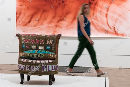 'There's a Lot of Money in Chairs', 1994, by Tracey Emin in front of 'Greifbar 1', 2014, by Wolfgang Tillmans