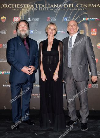 Russell Crowe, Connie Nielsen and Tomas Arana