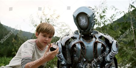 Max Jenkins, (Brian Steele) as Robot