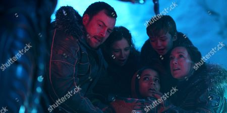 Toby Stephens, Mina Sundwall, Taylor Russell, Max Jenkins, Molly Parker