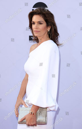Cindy Crawford arrives at the 46th AFI Life Achievement Award Honoring George Clooney at the Dolby Theatre, in Los Angeles