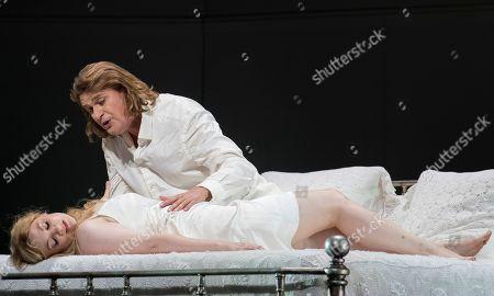 Jennifer Davis as Elsa, Klaus Florian Vogt as Lohengrin,