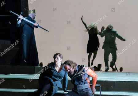 Georg Zeppenfeld as King Heinrich,  Christine Goerke as Ortrud, Thomas J Mayer as Telramund, Jennifer Davis as Elsa, Klaus Florian Vogt as Lohengrin,