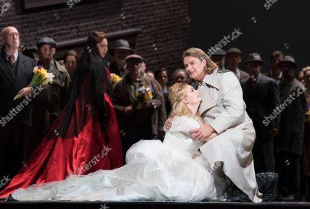 Christine Goerke as Ortrud, Jennifer Davis as Elsa, Klaus Florian Vogt as Lohengrin