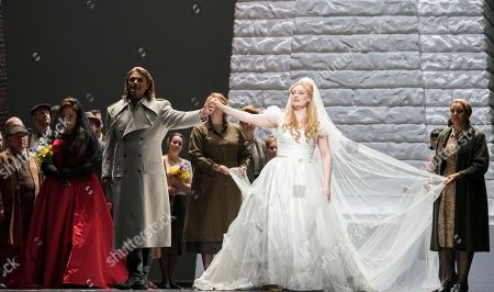 Christine Goerke as Ortrud, Klaus Florian Vogt as Lohengrin, Jennifer Davis as Elsa,