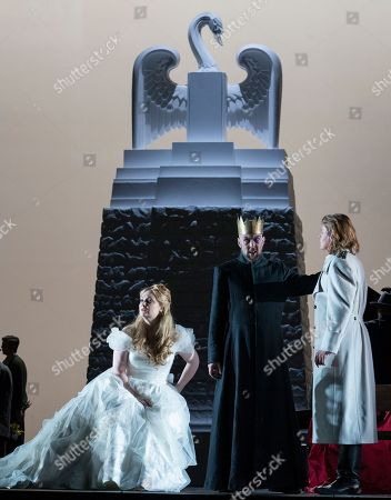 Jennifer Davis as Elsa, Georg Zeppenfeld as King Heinrich,  Klaus Florian Vogt as Lohengrin,
