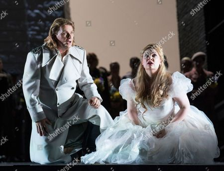 Klaus Florian Vogt as Lohengrin, Jennifer Davis as Elsa,