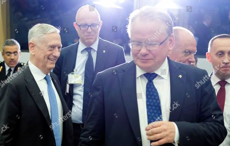 Stock Picture of Peter Hultqvist and Jim Mattis