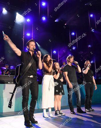 Jonathan Jackson, Chris Carmack, Charles Esten, Lennon Stella, Maisy Stella.