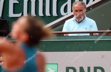 Ion Tiriac watches Simona Halep of Romania in action