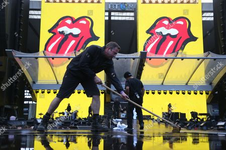 The Rolling Stones - Rainwater is cleared from the stage before the start of the concert