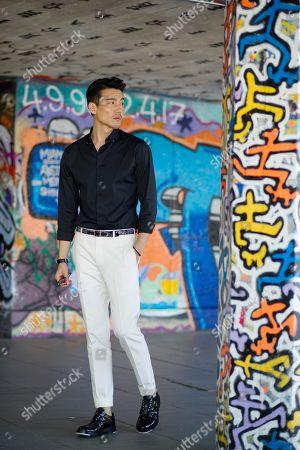 Model Hu Bing on the Southbank, Street Style