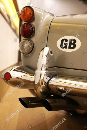 1965 Aston Martin DB5 driven by Pierce Stock Photos