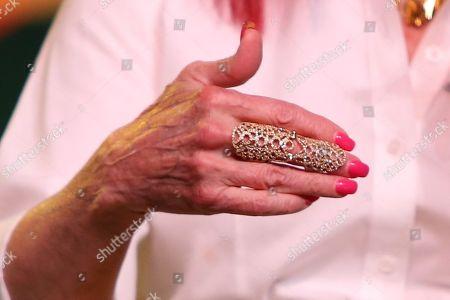 Naomi Judd, jewelry detail