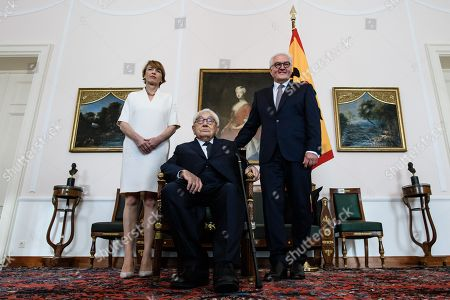 German President Frank-Walter Steinmeier (R) and his wife Elke Buedenbender (L) pose with Former US Secretary of State Henry Kissinger (C) prior to a dinner in honor of former US Secretary of State Henry Kissinger at Bellevue Palace in Berlin, Germany, 12 June 2018. Henry Kissinger, who was Secretary of State in the era of US Presidents Richard Nixon and Gerald Ford, turned 95 on 27 May 2018.