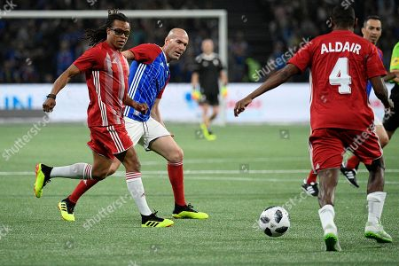 French former soccer player Zinedine Zidane (C) and Dutch former player Edgar Davids (L) in action during a friendly soccer match between a selection of French 1998 World Champion soccer players (France98) against an international selection (FIFA98) at the U Arena in Paris, France, 12 June 2018.