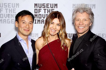 Dexter Goei, Veronica De Piante, Jon Bon Jovi (Presenter)