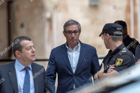 Diego Torres (C), former associate of Inaki Urdangarin (unseen), Spain's King Felipe VI brother-in-law, leaves the court after he received his imprisonment order in Palma Majorca, the Balearic Islands, Spain, 13 June 2018. Torres has five days to go to prison voluntary to serve his sentence of 5 years and 8 months in jail sentence for his involvement in the Noos Case.
