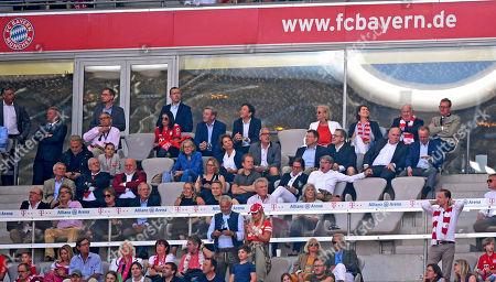 12.05.2018, Football 1. Bundesliga 2017/2018, 34.  match day, FC Bayern Muenchen - VfB Stuttgart, in Allianz-Arena Muenchen. Ehrentribuene and Dr. Martin Winterkorn (VW), president Uli Hoeness (FC Bayern), Vorstandsvorsitzender Karl-Heinz Rummenigge (FC Bayern Muenchen), president and Aufsichtsratsvorsitzender Karl Hopfner (FC Bayern Muenchen), Wahiba Ribery, Dieter Hoeness,