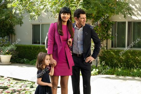 """NEW GIRL:  L-R:  Danielle/Rhiannon Rockoff, Hannah Simone and Max Greenfield in the """"Lilypads"""" episode of NEW GIRL airing Tuesday, April 24 (9:30-10:00 PM ET/PT) on FOX.  ©2018 Fox Broadcasting Co.  Cr:  Ray Mickshaw/FOX"""