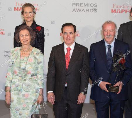 Former Queen Sofia, Princess Elena, President of the Mapfre Antonio Huertas Foundationa and ex-coach and former Spanish footballer Vicente del Bosque.