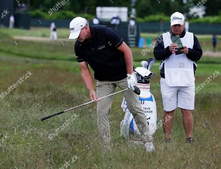Steve Stricker locates his ball in the fescue on the fourth hole during the second round of the U.S. Open Golf Championship, in Southampton, N.Y