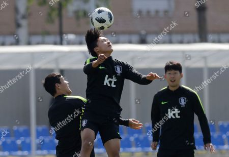 Son Heung-min, Ju Se-jong,'Lee'Seung-woo. South Korea's Lee Seung-woo heads the ball as teammates Son Heung-min, right, and Ju Se-jong, left, look on as they take part in a training session of South Korea at the 2018 soccer World Cup at the Spartak Stadium in Lomonosov near St. Petersburg, Russia