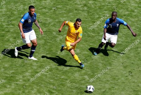 Andrew Nabbout (C) of Australia in action during the FIFA World Cup 2018 Group C preliminary round soccer match between France and Australia in Kazan, Russia, 16 June 2018.