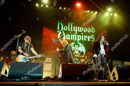 Hollywood Vampires - Johnny Depp, Chris Wyse, Alice Cooper