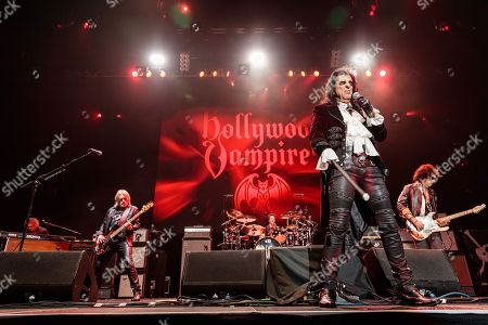Hollywood Vampires - Chris Wyse, Alice Cooper, Joe Perry
