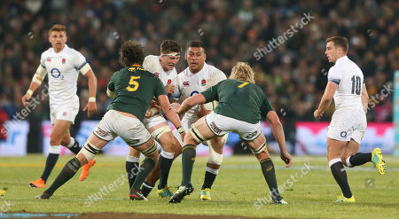 Nathan Hughes of England and Tom Curry of England find no space between Franco Mostert of South Africa & Pieter-Steph du Toit of South Africa