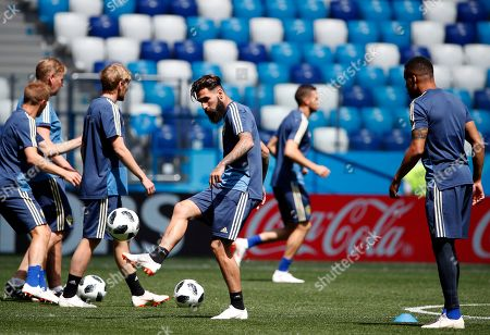 Sweden's Jimmy Durmaz (C) attends a training session in Nihzny Novgorod, Russia, 17 June 2018. Sweden will face South Korea in a group F match of the FIFA World Cup 2018 on 18 June 2018.