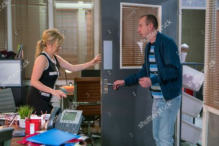 Ep 9495 Friday 29th June 2018 - 2nd Ep Whilst Kirk Sutherland, as played by Andy Whyment, distracts Sarah Platt, as played by Tina O'Brien, Beth Tinker sets about spying on Alya and changes the quantity on an order at Carla's request.