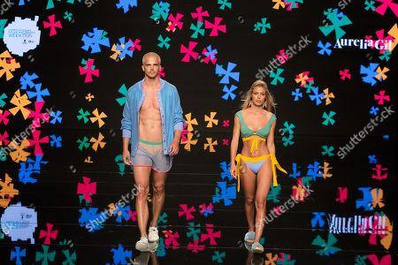 Jessica Goicoechea ; Riper Viiperi  on catwalk
