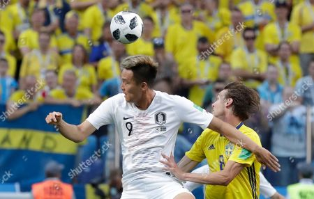 Kim Shin-wook, Albin Ekdal. South Korea's Kim Shin-wook, left, heads for the ball with Sweden's Albin Ekdal during the group F match between Sweden and South Korea at the 2018 soccer World Cup in the Nizhny Novgorod stadium in Nizhny Novgorod, Russia