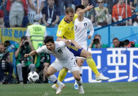 Park Joo-ho, John Guidetti. South Korea's Park Joo-ho, left, vies for the ball with Sweden's John Guidetti during the group F match between Sweden and South Korea at the 2018 soccer World Cup in the Nizhny Novgorod stadium in Nizhny Novgorod, Russia