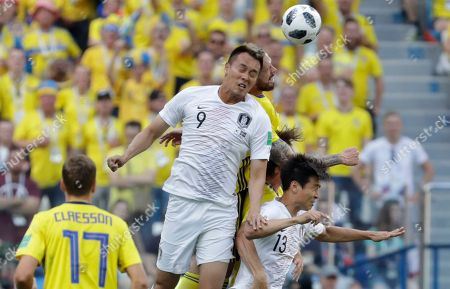 South Korea's Kim Shin-wook, second left, heads for the ball during the group F match between Sweden and South Korea at the 2018 soccer World Cup in the Nizhny Novgorod stadium in Nizhny Novgorod, Russia