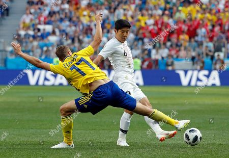 Sweden's Viktor Claesson, left, challenges South Korea's Park Joo-ho during the group F match between Sweden and South Korea at the 2018 soccer World Cup in the Nizhny Novgorod stadium in Nizhny Novgorod, Russia