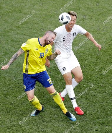 South Korea's Kim Shin-wook, right, and Sweden's Pontus Jansson head the ball during the group F match between Sweden and South Korea at the 2018 soccer World Cup in the Nizhny Novgorod stadium in Nizhny Novgorod, Russia