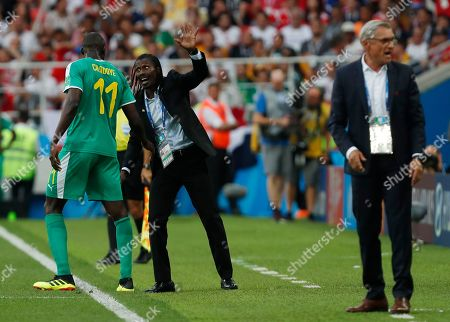 Poland head coach Adam Nawalka, right, shouts while Senegal coach Aliou Cisse, center, talks to Senegal's Cheikh Ndoye, left, during the group H match between Poland and Senegal at the 2018 soccer World Cup in the Spartak Stadium in Moscow, Russia