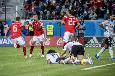 Denis Cheryshev scores to make it 2-0, Yuri Gazinskiy