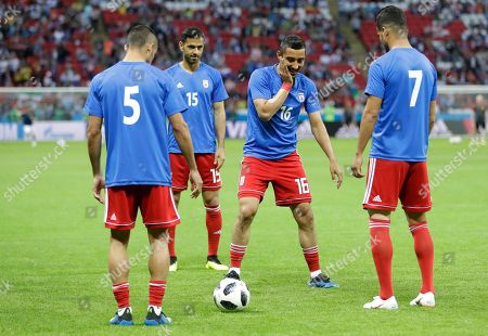 Iran's Reza Ghoochannejhad, second right, smiles as he take part in the warm up with teammates during the group B match between Iran and Spain at the 2018 soccer World Cup in the Kazan Arena in Kazan, Russia