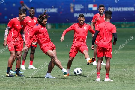 Panama's national soccer team players Roman Torres (C) Valentin Pimentel (L) attend their team's training session at Olympic Sports Center in Saransk, Russia, 21 June 2018. Panama will face England in the FIFA World Cup 2018 group G preliminary round soccer match at Nizhny Novgorod Stadium in Nizhny Novgorod on 24 June 2018.